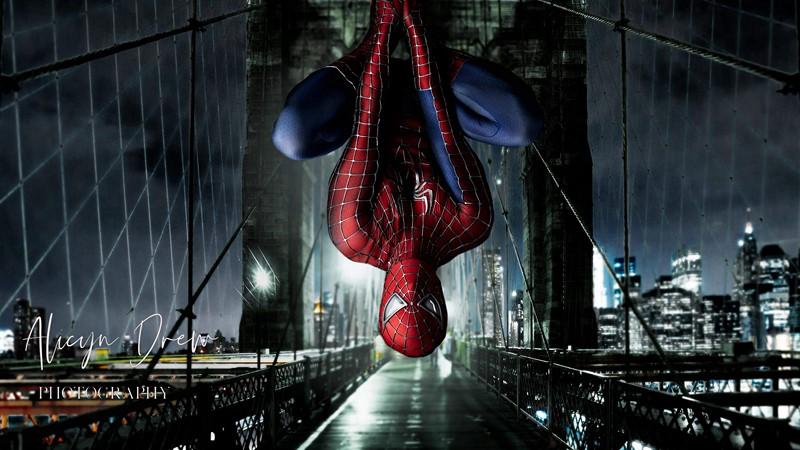 Фотообои Человек-Паук на мосту