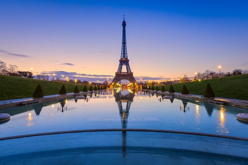 Фотообои Эйфелева башня в отражении