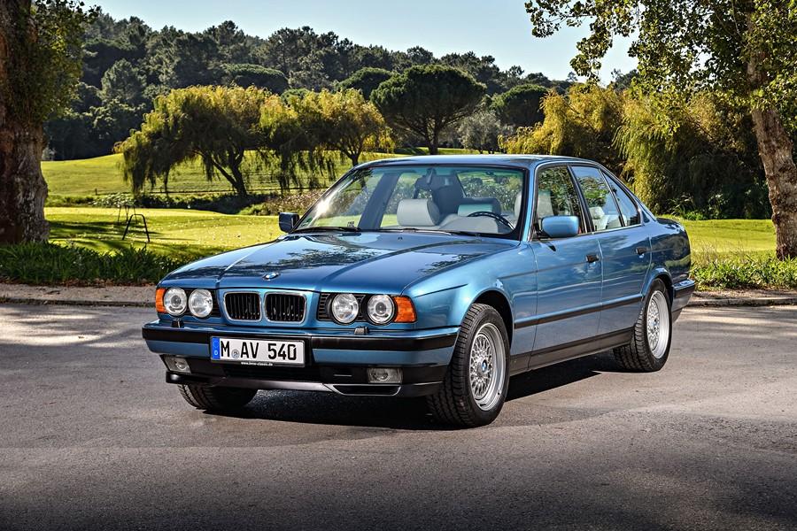 Фотообои Голубой BMW