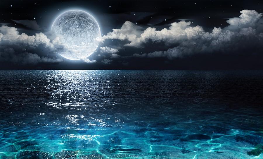 Фотообои Луна над океаном