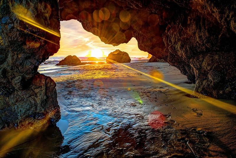 Фотообои Закат из пещеры